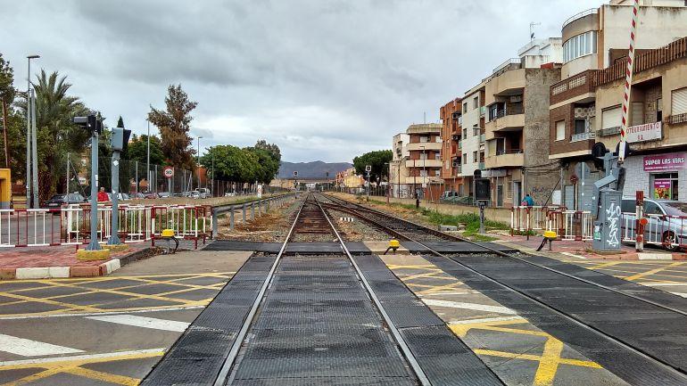 ¿El Ayuntamiento solicita que se mantenga abierto el paso a nivel de Santiago el Mayor?